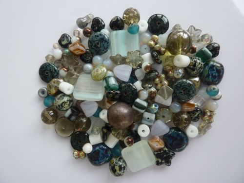 250 Mixed Glass Acrylic Jewellery Making Craft Beads Victorian Mix